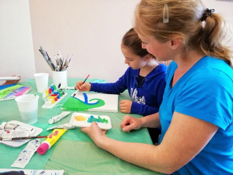 Mirja Gnedt beim Malen